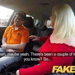 Image Batranica excitata fututa de un tanar intr-un taxi