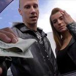 Image Pestele primeste banii si tarfa se fute in masina 5 minute dupa program