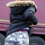 Image Roscata anorexica suge pula pe strada pentru bani