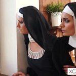 Image Maicute catolice isi iubesc corpurile frumoase ascunse sub vesminte sfinte