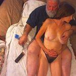 Image Batranel cu pula erecta excita milfa care se masturbeaza cu dildo
