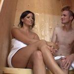 Image Tanar slabanog supt la sauna de milfa apetisanta cu tate mari