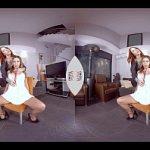 Image Streaptease oferit de doua puicute dezbracate la webcam