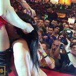 Image Spectacol porno pe scena cu dansatoare bruneta si stripper