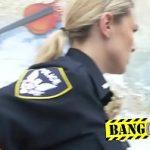Image Negru suspect interogat si futut de politiste in uniforme