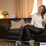 Image Rusoaica in pantaloni de piele mulati pe cur face un casting porno