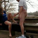 Image Sotie infidela in parc face un sex rapid cu amantul fericit
