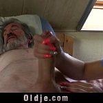 Image Mosneag la pat spalat si futut de o bruneta focoasa cu pizda fierbinte