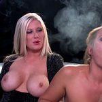 Image O milfa fumeaza tigara si alta freaca pula in asteptarea spermei