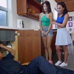 Image Amara Romani si Izzy Bell pasionate de erectia instalatorului negru au o pofta nebuna de pula