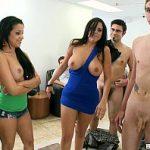 Image Baieti virgini frecati si supti pana la ejaculare de brunete perverse cu silicioane