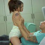 Image Olivia frecata cu ulei de masaj isi pierde virginitatea cu iubitul norocos