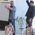 Image Fete de 18 ani livrate in colete fac sex cu cei doi tatici cu pulile sculate