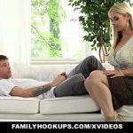 Image Mamica de 35 de ani cu silicoane si corp de diva muie si futai cu fiul vitreg