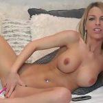 Image Videochat cu o frumoasa blonda cu sani naturali si dildo imens
