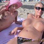 Image Intalnite pe plaja milfe in tatele goale se fut pe sezlong cu turist bogat si cu pula mare