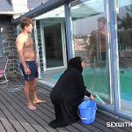Image Ingrijitoare satisface seful care vrea o muie si un futai rapid langa piscina
