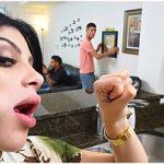 Image Sotul ei priveste cum sotia lui suge pula altui barbat si este fututa