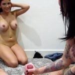 Image Bruneta plina de tatuaje si sora ei de 18 ani fac sex in grup