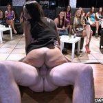 Image Stripperi danseaza goi in club si fut femei singure disperate dupa pula