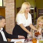 Image Chelnerita milfa focoasa cu pofta de sex se fute in restaurant