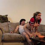 Image Barbatul se uita la fotbal si e futut de sotia excitata Erin Electra