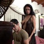 Image Sotia curva isi seduce iubitul tanar pentru o partida de sex anal