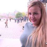 Image Candy Alexa accepta sexul in cub de sticla pe strada pentru bani