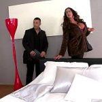 Image Matura cu silicoane sex in apartamentul nou cu iubitul tanar si zugrav excitat