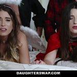Image 12 minute de sex in grup cu Lara si Pamela penetrate de prieteni