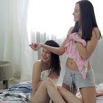 Image Colege rusoaice prinse cand se masturbau cu dildo si futute de amic excitat