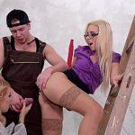Image Sefa excorta face sex cu o fata si zugrav cu pula mare