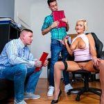 Image Nemtoaica cu silicoane muie si sex pe scaun de birou cu doi colegi