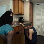 Image Latina bunaciune in dres vrea sex acasa cu instalatorul