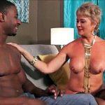 Image Porno cu o matura blonda trecuta de 50 de ani si un negru dotat