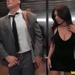 Image Sex in lift cu o super bunaciune imbracata indecent