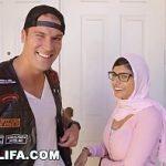 Image Film cu Mia Khalifa cand suge pula impreuna cu o prietena si inghite sperma