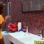 Image Frumoasa negresa muie si sex violent la piscina