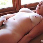 Image Adolescenta virgina cu floci la pizda isi provoaca orgasm
