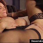 Image O femeie matura cu silicoane cauta in hotel si gaseste pula de negru viril