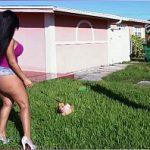 Image Latina Rose Monroe are buci imense si face sex cu un vecin