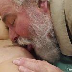 Image Katy Rose are orgasm de la un bosorog care o fute in pozitia doggy