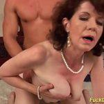 Image Extrem sex cu matura cu pizda paroasa care geme de durere
