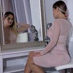 Image Vittoria Dolce face sex in lenjerie intima si adora sa fie linsa pe picioare