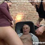 Image Cuplu matur invata tineri indragostiti sa faca sex