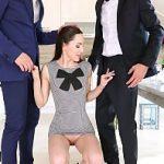 Image Lilu Moon sex cu doi amici virili cu coaie mari