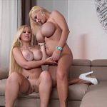 Image Surori blonde cu tate imense se masturbeaza