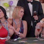 Image Orgie cu milfe invitate la poker pe dezbracate si sex in grup