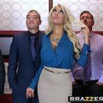 Image Blonda fututa in lift de coleg cu pula mare