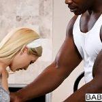 Image Piper Perri face sex cu un negru
